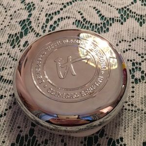 It Cosmetics Confidence in a Compact - Tan